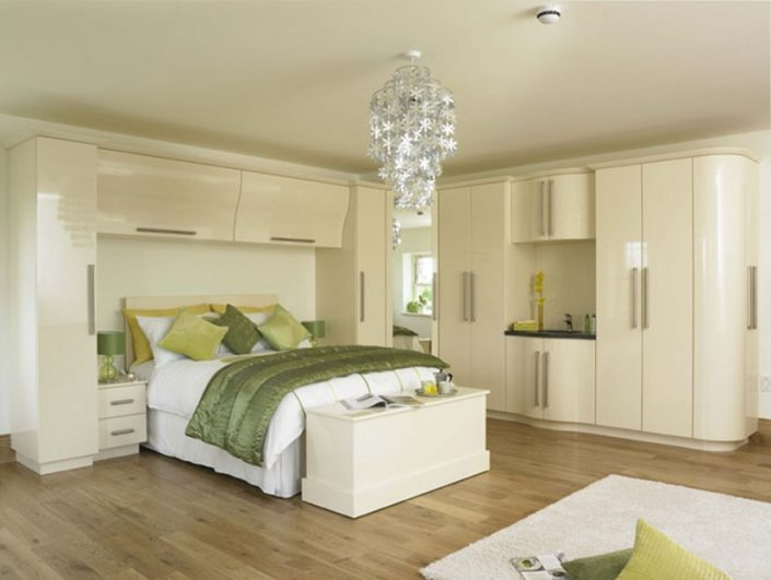 Fitted Curved Bedroom Wardrobes