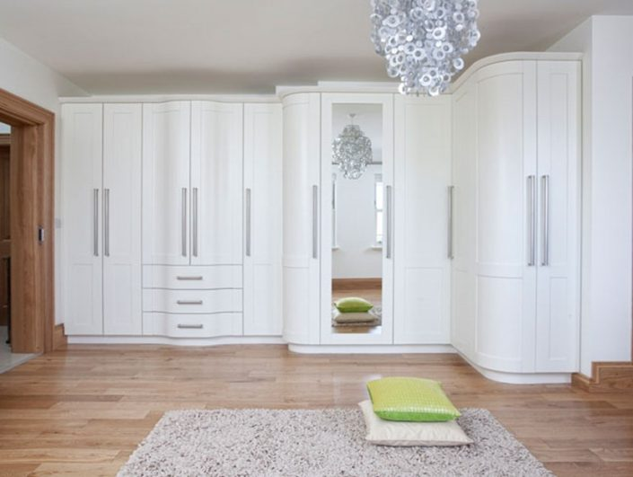 Traditional Curved Fitted Wardrobes