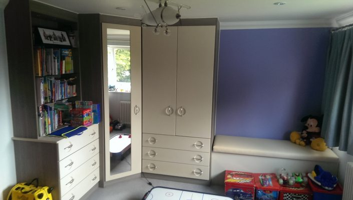 fitted wardrobes with book shelve